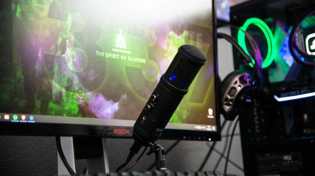 Learn How to Choose a Microphone for Streaming or Podcast